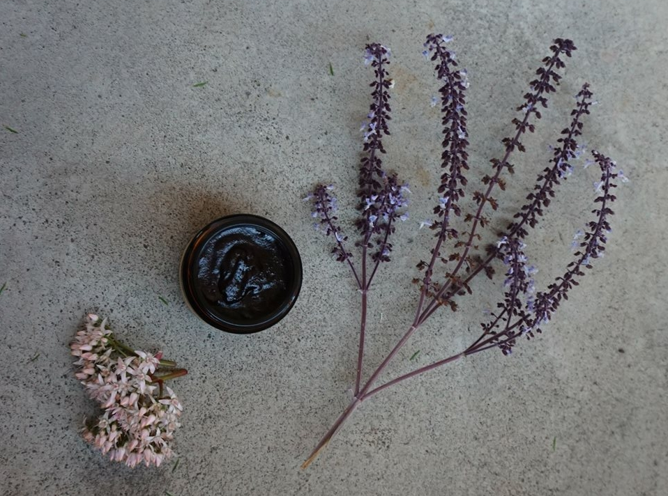 How to Make Your Own Natural Charcoal and Lavender Deodorant