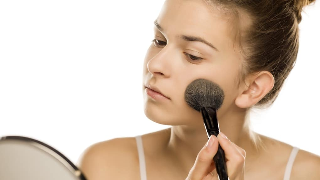 Applying Powder Foundation